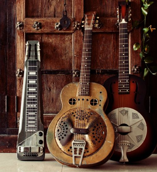I love guitars. Wish I knew how to play, but I don't. Especially love old vintage guitars. <3