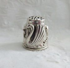 VERY NICE MARKED STERLING SILVER VINTAGE THIMBLE SWANS BAND