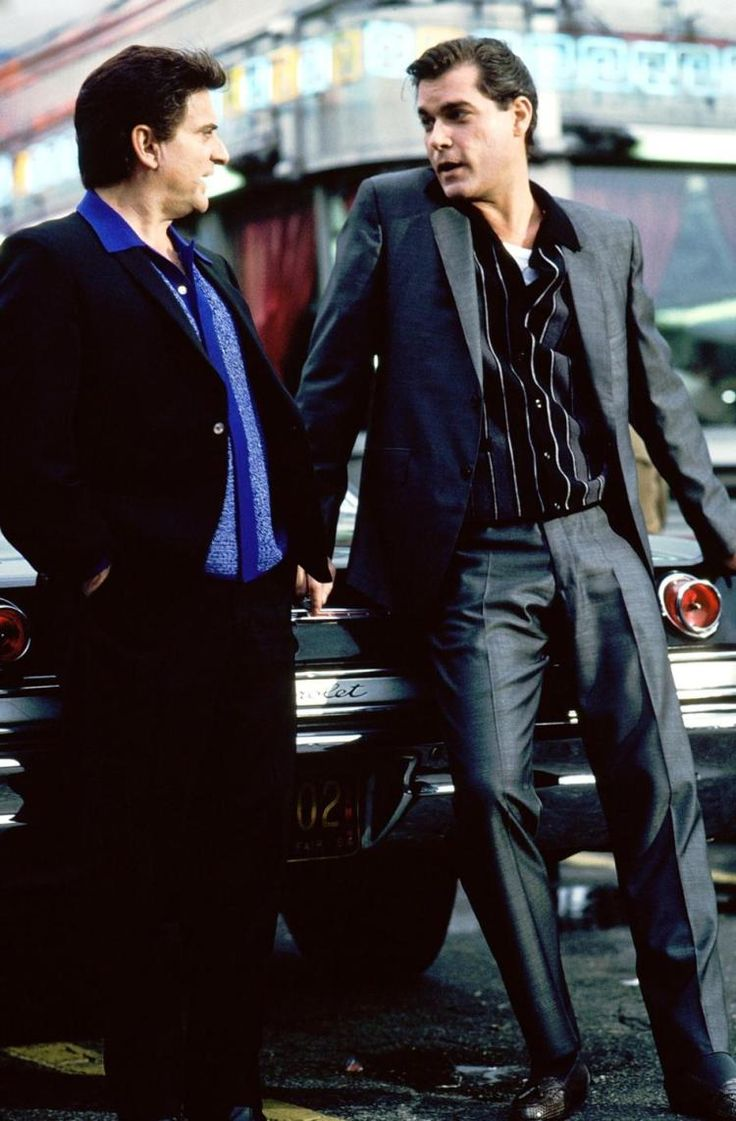 Joe Pesci (l.) as Tommy DeVito and Ray Liotta as Henry Hill in Goodfellas