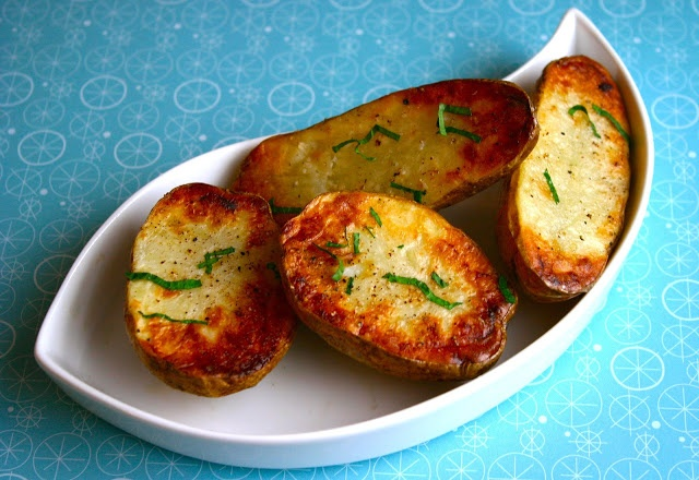 My Retro Kitchen: Crispy Baked Potatoes!     Creamy inside like a baker but super crispy on the outside like a french fry. The best of both worlds.