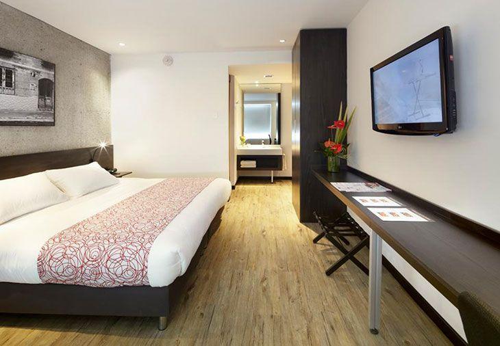 Te sentirás como en tu propia casa en una de las 128 habitaciones con decoraciones diferentes, dotadas de estación de conexión para MP3 y televisor LCD.