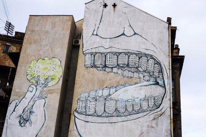 34 graffitis, 34 vérités, 34 coups de poing : hommage au street art engagé (celui qui fait mouche !)