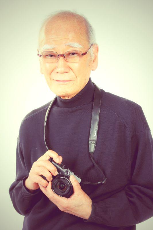 ゲスト◇熊切圭介(Keisuke Kumakiri)写真家。日本写真家協会会長。1934年東京生まれ。1958年、日本大学芸術学部写真学科卒業後、フリーランスとなり、週刊誌や月刊誌、グラフ誌のグラビアページを40年以上担当。とくに時代の顔である各界の人物ポートレートを数多く撮影。また高度経済成長の裏側で噴出した公害問題、土地の高騰、開発にともなう環境破壊、子どもたちをめぐる環境の変化などの社会問題を写真で訴えている。同時に単行本や美術全集などの撮影で世界15カ国を取材。写真集に『繁栄と変革―60年代の光と影』『池波正太郎のリズム』『南島からの手紙―風の島カオハガン物語』『運河』をはじめ多くの写真展企画に携わる。