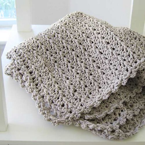 V-stitch baby blanket pattern - requires free Ravelry account