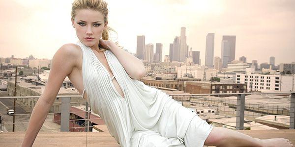 Amber Heard nasceu e foi criada em Austin, Texas. Seu pai David, é um empreiteiro, e sua mãe Paige, é uma pesquisadora de internet para o Estado. Estudou na St. Michael's Catholic Academy em Austin, …