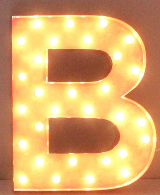 Cirkuslampan härliga bokstavslampa B. Besök cirkuslampan.se och välj din bokstav!