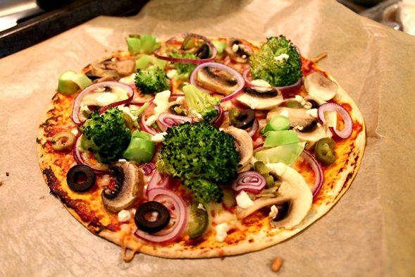"""Pizza behoort tot mijn favoriete maaltijden, ik ben er dol op! Maar de """"normale"""" variant van pizza is niet altijd even goed voor mij haha.Voornamelijk de hoeveelheid kaas en…"""