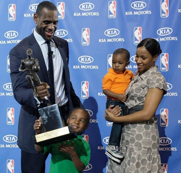 LeBron Jr. gives dad a hand after LeBron James wins the NBA MVP in ...