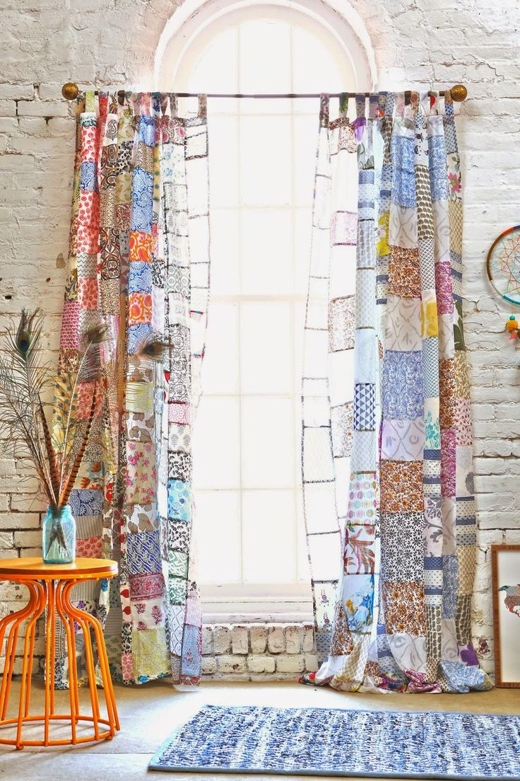 I bocconcini di Beach eau: decorazione// Patchwork curtain would be cute in a craft room!