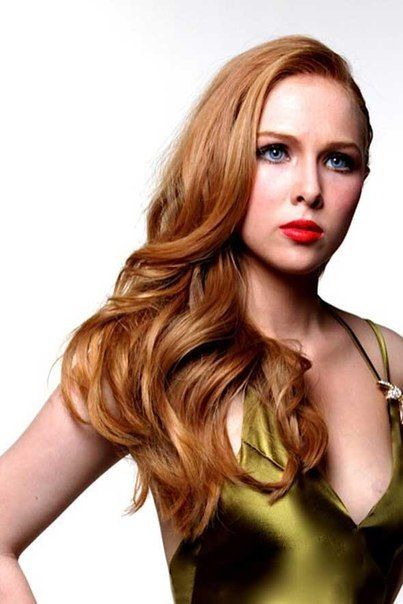 Celebrity Woman Molly Quinn Caitlyn