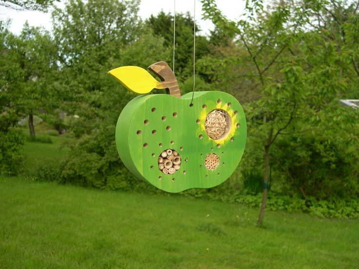 Insektenhotel Apfel grün // insect hotel apple green by Insektenhotel-shop via DaWanda.com
