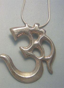 talismanes amuletos y símbolos | OM mantra tibetano