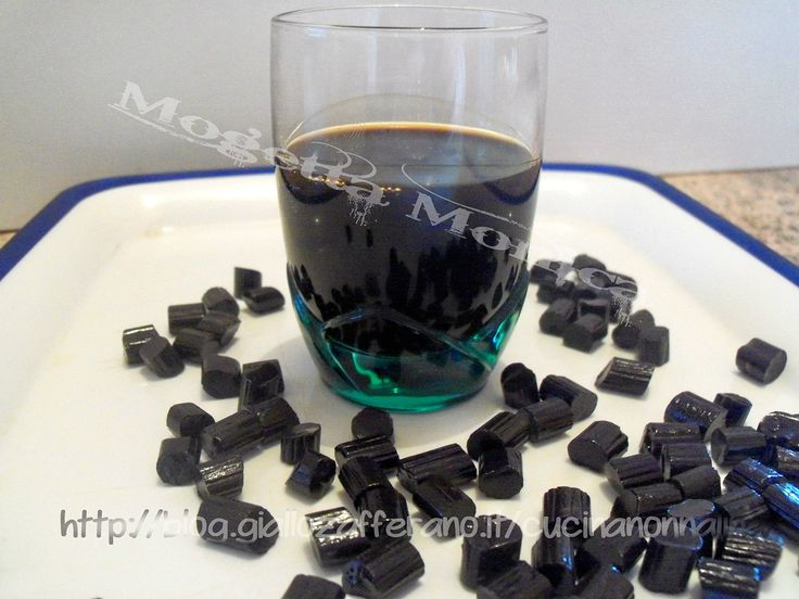 Se amate i liquori fatti in casa questo liquore alla liquirizia fa per voi,ottimo come fine pasto,servito tiepido d'inverno o freddo d'estate,ricetta facile