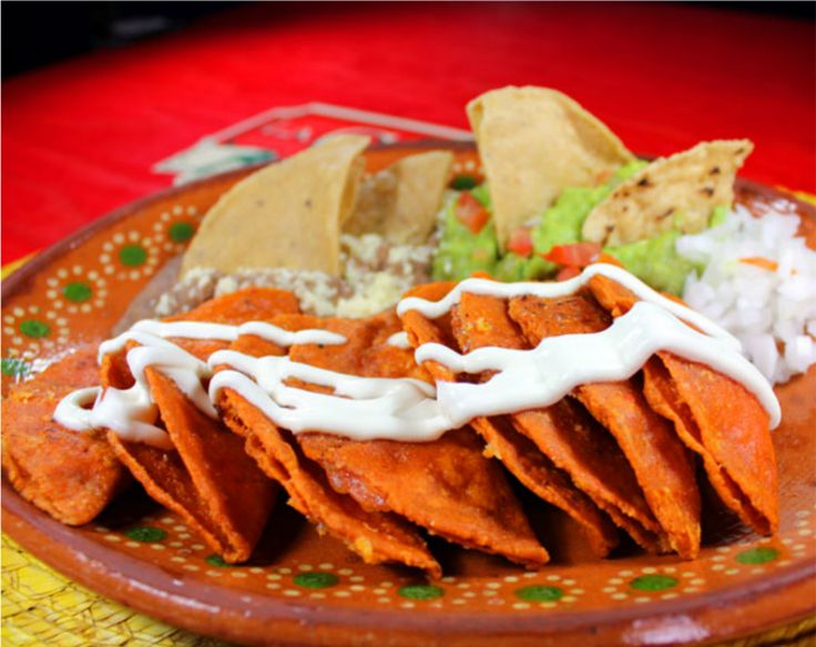 """Enchiladas Potosinas"", from San Luis Potosi, red chile ""Enchiladas"" topped with sour cream, onion and cheese.. just the ""Potosi-style""..  #IwannagotoSanLuis http://gotomexico.co.uk/cook-mexican/"