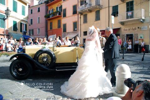 arrival of bride on vintage cars