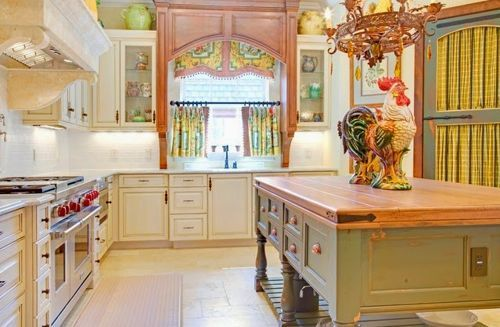 Cómo decorar o realzar la decoración de tu cocina con cortinas. Y además descubre cómo escoger cortinas para cocina: http://cocinaspequenas.com/modelos-de-cortinas-para-cocina/