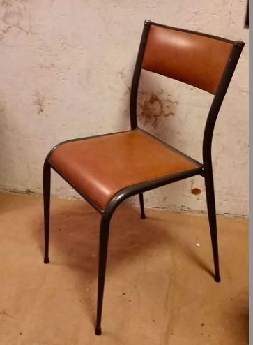 Chaise d'écolier cuir et métal - 35€ Vue sur :  https://www.facebook.com/henriechine?fref=ts
