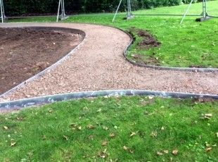 Create sinuous curves easily. EverEdge edging is the sure-fire way to creating low maintenance borders