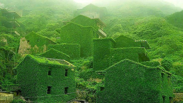 Deserted fishing village. Yangtze River in China
