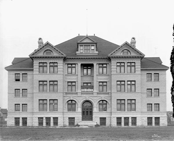 University of Manitoba, Winnipeg / Université du Manitoba à Winnipeg | by BiblioArchives / LibraryArchives