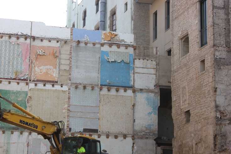 Barcelona, tearing down a building to protect Roman Walls, while keeping the wallpaper up.