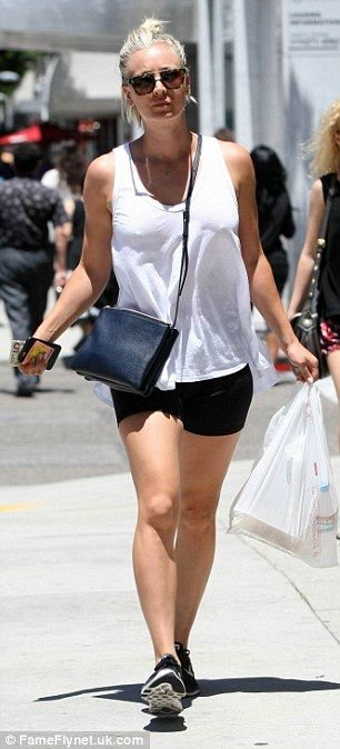 Gym bunny Kaley Cuoco shows off her toned legs in tiny shorts as she picks up lunch | Daily Mail Online