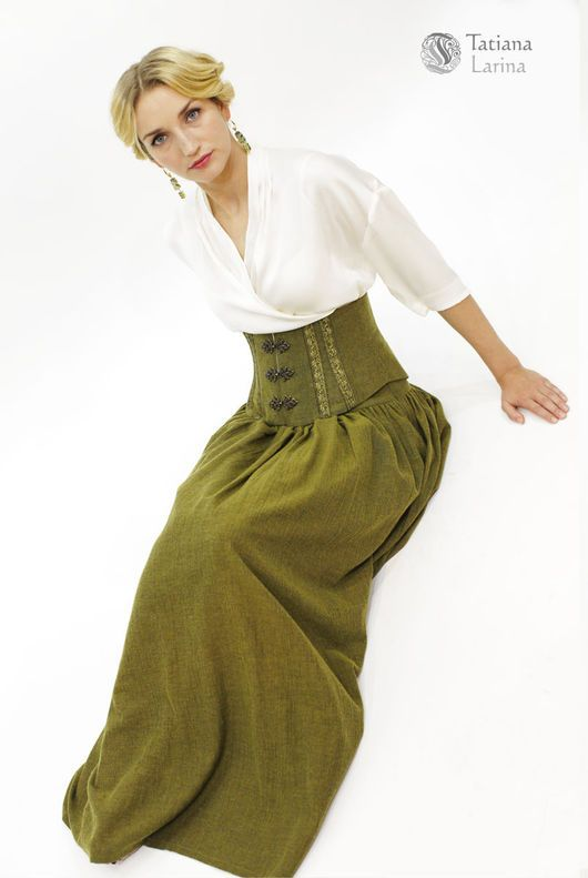 Пояс - корсет и теплая юбка в пол - лучшее решение, если вы хотите выглядеть нарядно, а чувствовать себя комфортно. Шерстяная юбка цвета мха необыкновенно уютна. Корсет надевается поверх юбки.