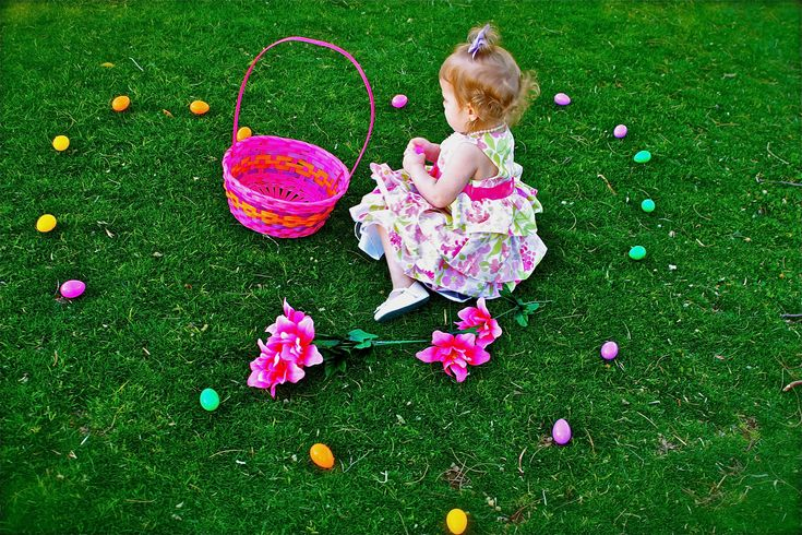 Easter Ideas kid photo poses- www.alisadarlene.com: Easter Idea, Photo Ideas, Photography Kids Holidays, Kid Photos, Cameras Photography, Easter Photo, Ideas Kid, Photography Ideas