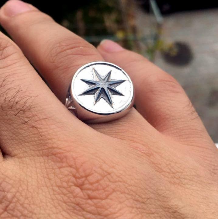 bu tasarım fena halde parladı. çünkü içinde yıldız var... Yıldız gümüş kolye ve yıldız gümüş yüzük.  Tasarım Işıltan Irmak... design - designer - star jewelry - star ring - hand made -