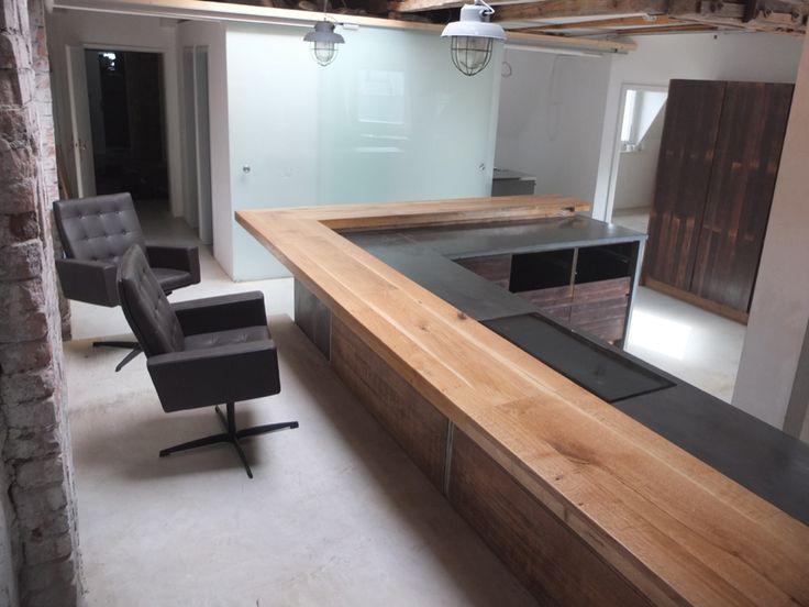 oak / mahogany /concrete / kitchen