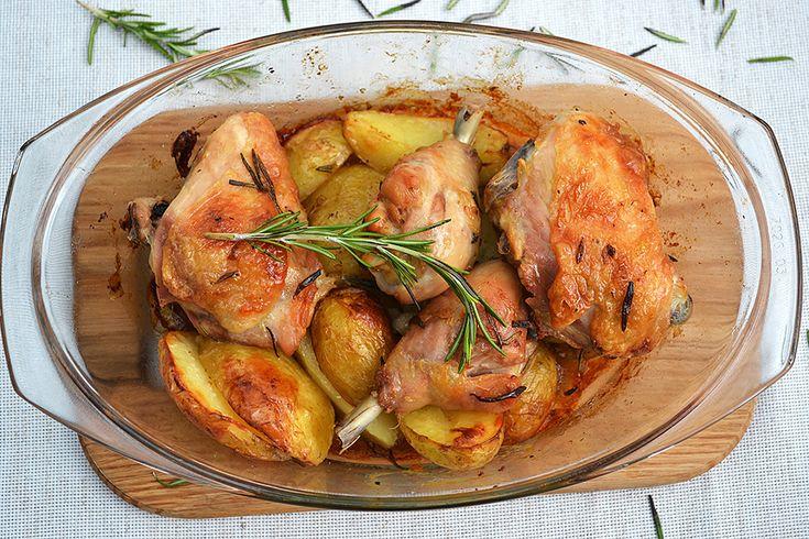 Запеченная курица с картошкой в духовке