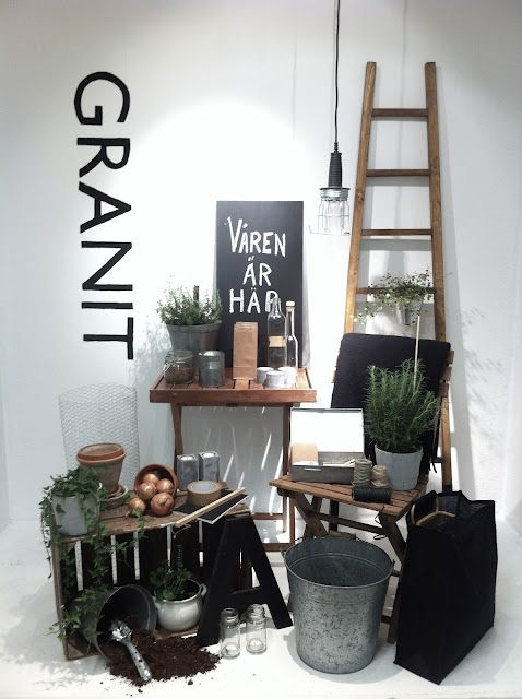 (A través de CASA REINAL) >>>>  VM | Window Visual Merchandising | VM | Window Display | styling ideas #shortears