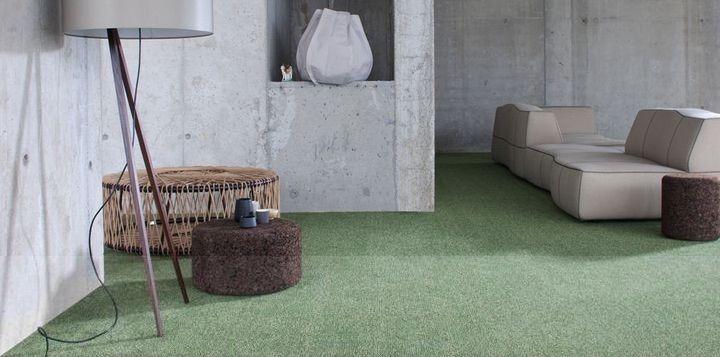 Průmyslový betonový interiér a zelený koberec / Industrial concrete interior and green carpet, Boca Praha http://www.bocapraha.cz/cs/produkt/325/splash-1300/