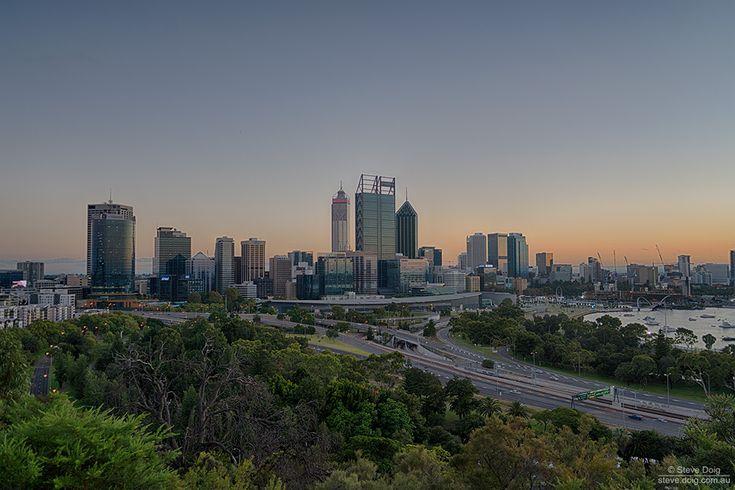 Sunrise shining on #Perth CBD from Kings Park - 1024 x 683 pixels