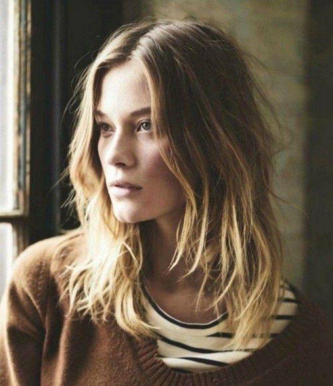 Tagli per capelli crespi: taglio medio-lungo sfilato sulle lunghezze