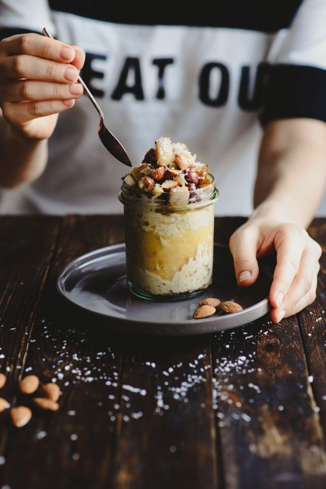 Oatmeal with tahini, pear mousse and roasted nuts