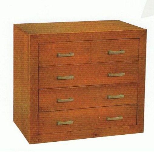 Cómoda 4 cajones. Fabricada en madera maciza alistonada de pino Barnizada en color cerezo. Se trata de un KIT de muy fácil montaje y con instrucciones claras. Altura 80 cms Ancho 95 cms Profundo 40 cms