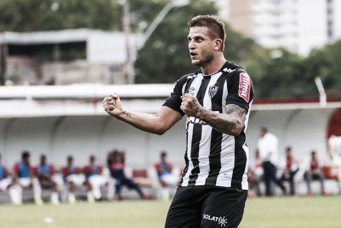 hhttps://www.vavel.com/br/futebol/atletico-mg/767954-heroi-em-vitoria-do-atletico-mg-rafael-moura-comemora-gol-em-campo-especial.html  'Herói' em vitória do Atlético-MG Rafael Moura comemora gol em 'campo especial'