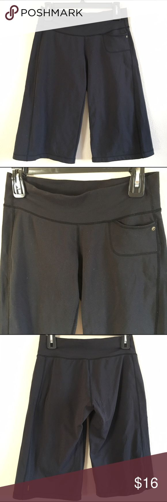 Lucy Yoga Capri Pant size small This Everyday Lucy Yoga Capri Pant is size small in good pre-loved condition. Selling for a friend but offers welcome! Pants have some piling but still lots of life left in them! Lucy Pants Capris