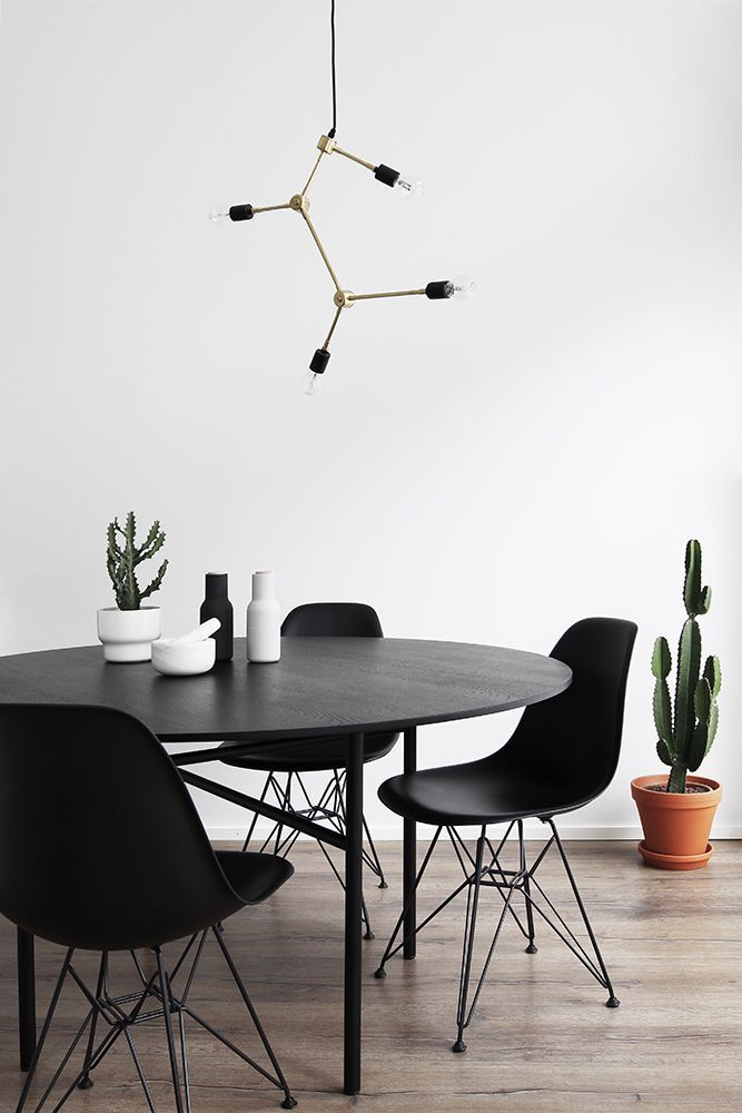 Essential Living Room Chandeliers For Your Mid Century Modern Home Dining Room Inspiration Living Dining Room Black Round Dining Table