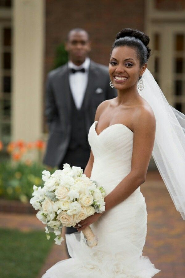 ❣This Carolina Inn wedding from Events by La Fete is classic right down to it's very core. The stunning Bride donning a fluffy sweetheart dress from Alexia's Bridal Boutique, heavenly bouquets of white blooms and one crazy cute flower girl… every inch is traditional beauty done so right.