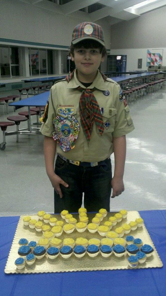Arrow of Light award: Arrows Of Lights Cubs Scouts, Gold Cupcakes, Boys Scouts, Scouts Cakes, Arrows Of Lights Cupcakes, Cupcake Cakes, Cups Cakes, Arrows Of Lights Cakes, Cupcakes Cakes