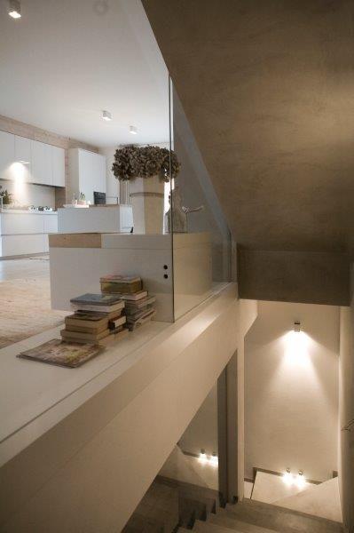 Un effetto caldo per un'atmosfera accogliente: è la #casa con #Microtopping! #homesweethome #stairs #living