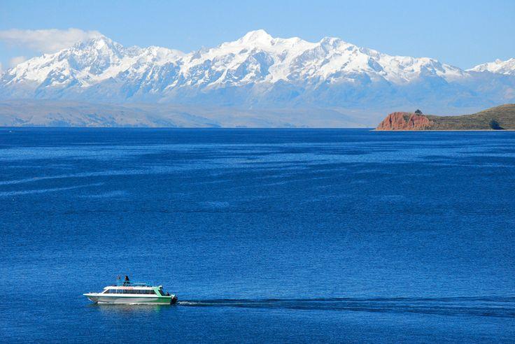 Cordillera Real de Bolivia desde el lago Titicaca.