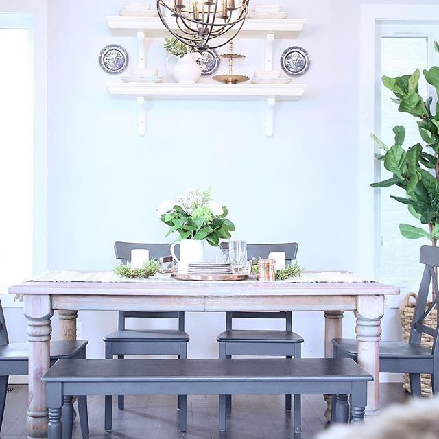 Dinning room, farmhouse table, chalk paint bench and chairs, open shelving, tablescape.