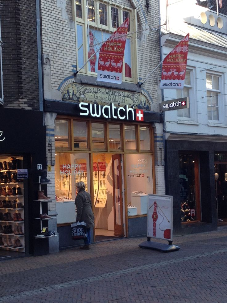 De happy holiday reclame van Swatch, opvallend door de vlaggen.
