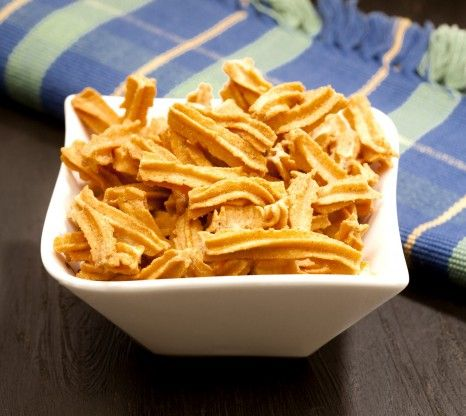 Roasted diet snacks have low fat, calorie content and high protein and fibre content. BrownTree Schezwan Sticks are roasted to perfection an...