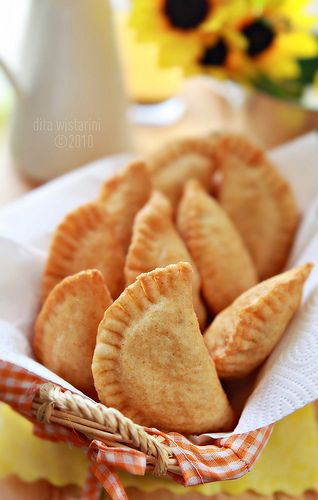 Panada - Manadonese Fried Bread Stuffed with Spicy Tuna