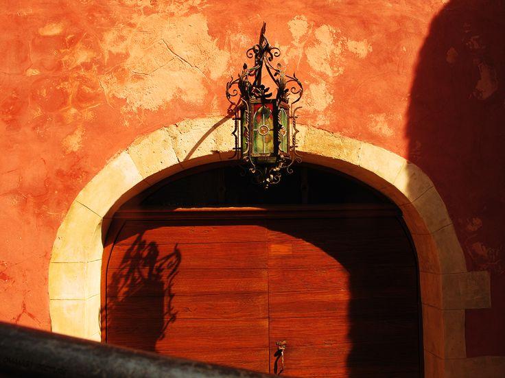 Porte dans le village de #Roussillon - Ocre - Door in the village - Ocher #Luberon #provence