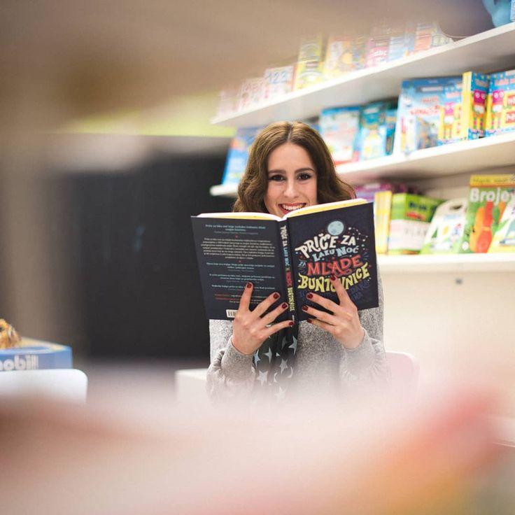 """Ispunio mi se jedan velik san 3.ožujka startam s knjižnim klubom za mlade čitatelje 10god. Prijave su moguće preko fb stranice @hocuknjigu i na poveznici u opisu mog ig profila. Prvi zadani naslov je """"Priče za laku noć za mlade buntovnice"""" genijalna knjiga u kojoj ćete uživati Veselim se druženju  #dreamscometrue #bookclub #hocuknjigu #mojamalacitaonica #childrenbooks #childrensworld #girl #book #booklover #librarian #bookstore #bookstagram #smile #happy #happiness #bestbook…"""